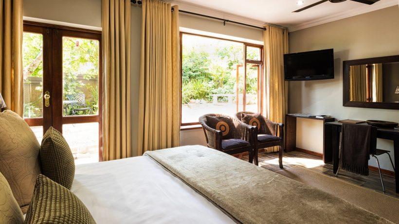 11._Room_1_Garden_Room.jpg.1366x768_q85_crop_upscale