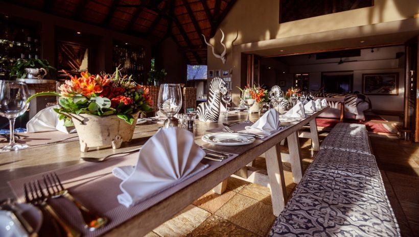 Dining Area, Lounge (1)