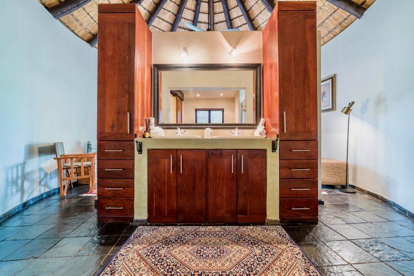 en suit bathroom double basin