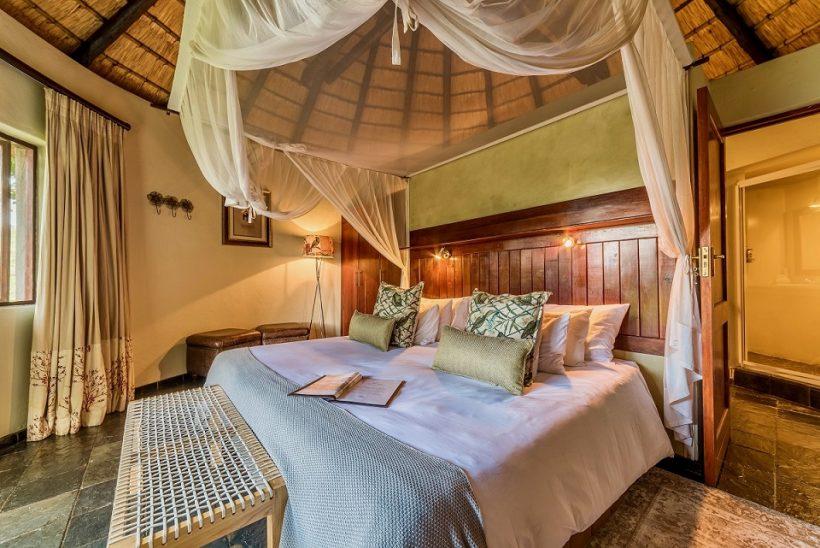 en suit luxury safari bedroom